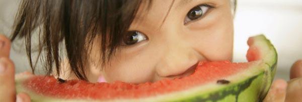 Niños a comer frutas y verduras + yapa