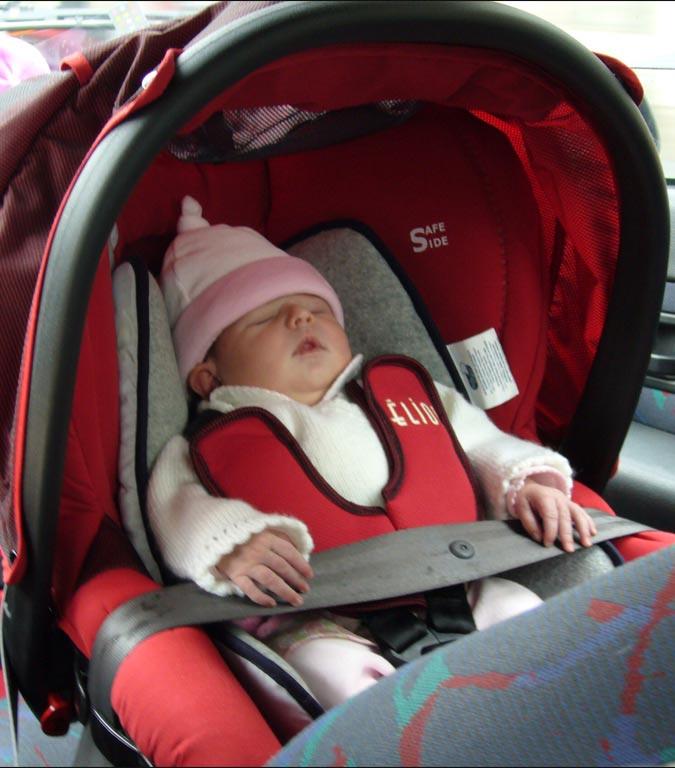 ¿Qué debes saber si estás pensando alquilar un coche con silla para bebé?